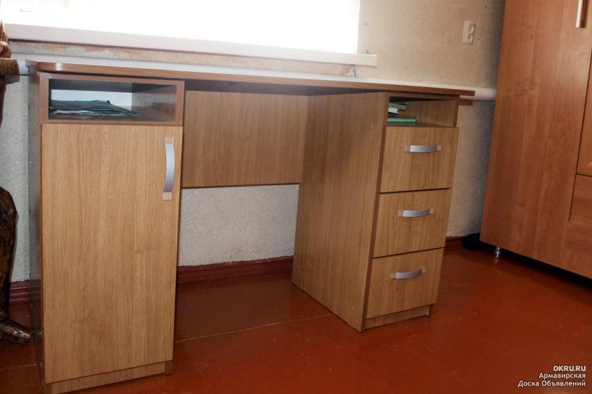 Письменный стол для школьника.